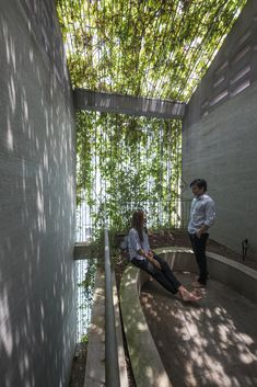 VTN architects drapes 'green veil' over narrow family home in vietnam hochhaus VTN architects completes 'breathing house' in ho chi minh city, vietnam Metal Facade, Green Facade, Concrete Facade, Green Roofs, Green Architecture, Sustainable Architecture, Landscape Architecture, Ancient Architecture, Residential Architecture