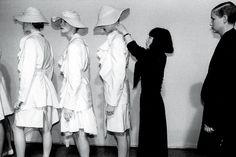 Rei Kawakubo es una diseñadora de modas japonesa y fundadora de Comme des Garçons 987.jpg 553×369 píxeles