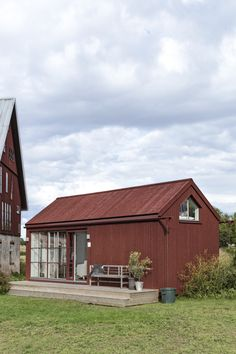 Modern Exterior, Exterior Design, Scandinavian Cottage, Scandinavian Architecture, Red Cottage, House Colors, My Dream Home, House Plans, House Design