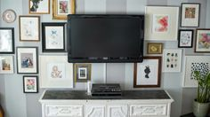 gallery+wall+around+television