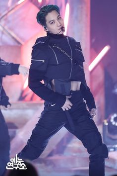 EXO's Kai is an incredible visual, as well as insanely gifted dancer! Here are times Kai tore the stage apart in the most gorgeous stage outfits! Chanyeol, Exo Kai, Chen, Kim Jongin, Kpop Exo, Kaisoo, Exo Members, Stage Outfits, Hot Guys
