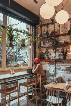 Café ● Diners ● Bars ● Bistro The succulent-filled interior of Evelyn's Cafe Bar in Manchester // 11 Rustic Coffee Shop, Cozy Coffee Shop, Small Coffee Shop, Vintage Coffee Shops, Cofee Shop, Best Coffee Shop, Coffee Store, Cafe Restaurant, Bar Restaurant Design