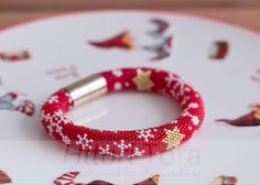 Christmassy bracelet Bead crochet bracelet by HitoriToraWorkshop