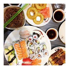Nous vous proposons les meilleurs sushis à volonté de Paris, à consommer sans modération. Resto Paris, Fresh Rolls, Ethnic Recipes, Food, Essen, Meals, Yemek, Eten