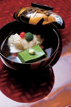 Kyoto cuisine, Japan すずきの葛叩きとよもぎ胡麻豆腐の椀
