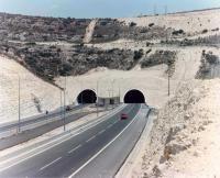 融入地景的tunnel