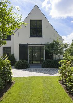 Bungalow, House Makeovers, Cosy House, Bauhaus Design, Outside Living, House Goals, Home Deco, Beautiful Homes, Building A House