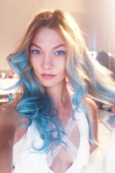 Karlie Kloss's New Hair Color Makes Her Look Like a Mermaid Goddess