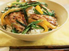 Schweinefleischpfanne mit Paprika und Zuckerschoten dazu Reis ist ein Rezept mit frischen Zutaten aus der Kategorie Schwein. Probieren Sie dieses und weitere Rezepte von EAT SMARTER!