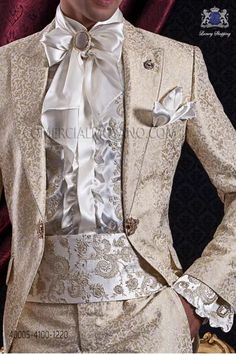 Ivory shirt with gold floral embroidery, Ottavio Nuccio Gala Mens Fashion Suits, Fashion Wear, Fashion Outfits, Wedding Suit Styles, Wedding Suits, Wedding Tuxedos, Prince Suit, White Tuxedo Wedding, Moda Lolita