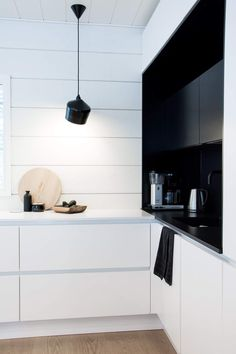 talo markki - secondhand finds - black and white kitchen Log Homes, Contemporary, Modern, Interior Styling, Finland, Scandinavian, Kitchen Cabinets, Traditional, Black And White
