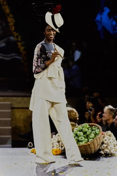 Jean Paul Gaultier Spring 1998 Ready-to-Wear Fashion Show - Naomi Campbell (Marilyn)