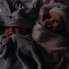 Cute Little Baby, Cute Baby Girl, Little Babies, Baby Love, Cute Babies, Baby Kids, Cute Family, Baby Family, Family Goals