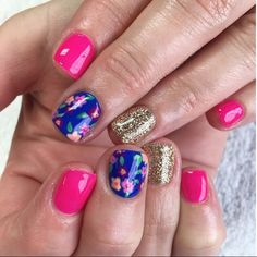 Discover the 10 most popular nail polish colors of all time! - My Nails Get Nails, Fancy Nails, Love Nails, How To Do Nails, Pretty Nails, Hair And Nails, Nail Swag, Nail Polish Designs, Nail Designs