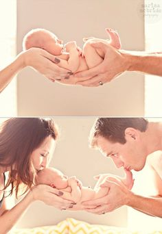 Ideias de como tirar fotos de bebê – parte 2 – Dicas da Japa Can't wait for the newborn shoot soon, and then the wedding shoot, gosh this is taking off so fast! People asking me to do these things just proves that my talent is there. Foto Newborn, Newborn Baby Photos, Baby Poses, Newborn Poses, Newborn Shoot, Newborn Pictures, Pregnancy Photos, Newborns, Baby Newborn
