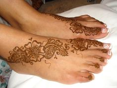 Diagonal henna foot band featuring large flowers and leaves.