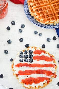 Red, White, + Blue Patriotic Food + Decor - Red, White, + Blue Breakfast Recipe - Patriotic Treats + Snacks #patriotic #july4threcipes #fourthofjuly White And Blue Flowers, Red White Blue, Picnic Plates, Nursery, Memorial Day, Barn, Healthy Food Blogs, Fourth Of July, Food Pictures