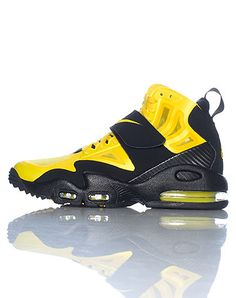 NIKE+High+top+men's+sneaker+Padded+tongue+with+AIR+MAX+logo+Lace+lock+closure+with+single+velcro+strap+Mesh+detail+Air+bubble+heel+for+ultimate+comfort