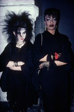 Modeconnect.com Fashion News – October 16, 2013 – With its e-zine py-zine.com, PYMCA opens to the public a treasure trove of Youth Culture Archive & Photography - Two goths wearing dark attire, thick make-up and lots of jewellery, London, U.K, 1980s. ©Ted Polhemus