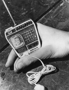 The 1976 TV Watch By Driva Geneve of Switzerland - retro pin Tvs, Radios, Electronics Gadgets, Tech Gadgets, Alter Computer, Tv On The Radio, Tv Radio, Portable Tv, Retro Vintage