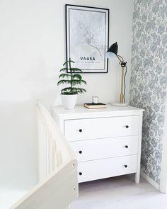 Hyödynnä sisustuksen helposti käyttämättä jääneet tilat esimerkiksii säilytyskalusteilla, joiden ympärille saa luotua kivan kokonaisuuden. Dresser As Nightstand, Own Home, Vanity, Bathroom, Table, Furniture, Home Decor, Dressing Tables, Washroom