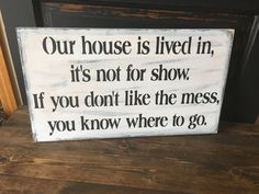 Industrial Age Home Decor Our house is lived in not for show sign.Industrial Age Home Decor Our house is lived in not for show sign Funny Wood Signs, Diy Wood Signs, Pallet Signs, Funny Signs For Work, Primitive Wood Signs, Cute Signs, Painted Letters, Hand Painted, Painted Signs