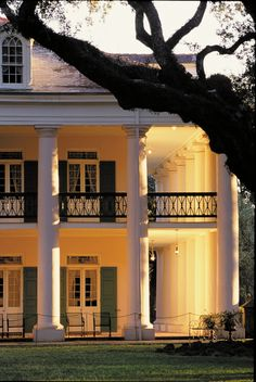 "Oak Alley Plantation, and the site of ""Aunt Charlotte's"" plantation home in the movie The Patriot."