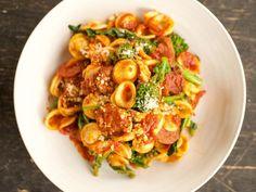 (Ina Garten Cook Like a Pro) Get Orecchiette with Broccoli Rabe & Sausage Recipe from Food Network Italian Dishes, Italian Recipes, New Recipes, Favorite Recipes, Italian Menu, Baby Recipes, Orange Recipes, Italian Pasta, Kitchen