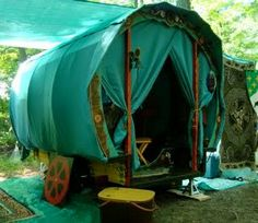 Caravan Gypsy Vardo Wagon:  A #Gypsy wagon at Pennsic. Gypsy Trailer, Gypsy Caravan, Gypsy Wagon, Trailer Tent, Trailers, Gypsy Life, Gypsy Soul, Larp, Gypsy Living