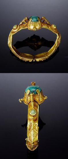 Persia | Seljuk turquoise set gold bangle | 12th century |