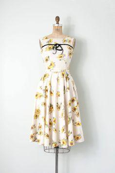 d13b9e742e2 Vintage 1940s dress   floral 40s sundress   daisy print   small s
