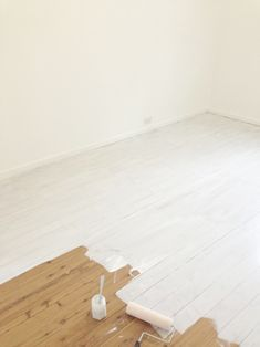 Lighten Up with Painted White Floorboards White Wash Wood Floors, White Painted Floors, Painted Floorboards, White Floorboards, Pine Floors, White Hardwood Floors, Diy Flooring, Bedroom Flooring, Flooring Options
