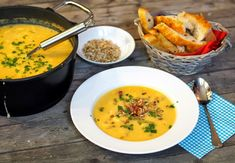 SMOOTH COOKING aneb vaříme hladce : KVĚTÁKOVÝ KRÉM S PRAŽENÝMI SEMÍNKY Hummus, Thai Red Curry, Cooking, Ethnic Recipes, Soups, Food, Smooth, Kitchen, Essen