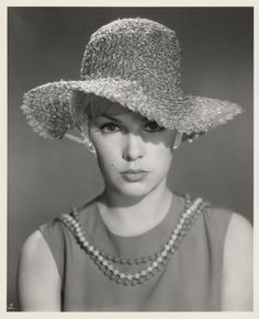 Stella Stevens - By Mal Bulloch, 1963 Stella Stevens, Black And White Stars, Pretty Blue Eyes, Scooter Girl, Classic Actresses, Jane Fonda, Famous Women, Old Movies, Vintage Beauty