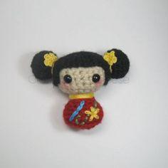 Kokeshi Doll – Free Pattern ༺✿ƬⱤღ  https://www.pinterest.com/teretegui/✿༻