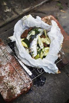 Anikselta maistuva fenkoli, rapea ruisleipä ja mehevä muikku ovat mahtava makukolmikko. Älä säästele voissa, siitä tulee maukas kastike, kun se valuu nyytin pohjalle.