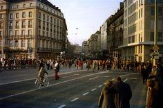 Genève, 25 Novembre 1973 - Premier dimanche sans voitures sur le Pont du Mont Blanc 04/05