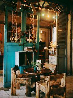 Artwork For Home Decoration My Coffee Shop, Opening A Coffee Shop, Coffee Store, Coffee Shop Design, Coffee Cafe Interior, Vintage Cafe Design, Vintage Coffee Shops, Coffee Restaurants, Rustic Cafe