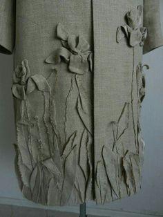 קרעים הופכים לפריט אופנתי Design Textile, Textiles, Fabric Manipulation, Morning Inspiration, Embellishments, Applique, Monday Morning, Boho, Carolina Herrera