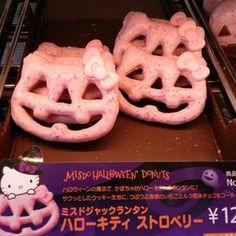 Hello Kitty Halloween Jack-o-lantern cookies! Cute Food, Good Food, Yummy Food, Pretty Cakes, Cute Cakes, Halloween Donuts, Kawaii Halloween, Halloween Queen, Halloween Jack