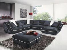 Mit dieser Wohnlandschaft leben Sie Ihren individuellen Stil. Das Sofa ist komplett in Schwarz gehalten. Gleichzeitig schaffen Kontrastnähte in reinem Weiß einen farblichen Akzent und peppen den Look auf. Dank dem echt bezogenen Rücken wählen Sie den perfekten Platz selbst aus. So richten Sie sich ganz nach Ihren Wünschen ein. Verlieren Sie sich in den weichen Kissen und dem mondänen Design dieser Wohnlandschaft von CARRYHOME!