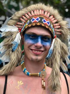 Photos of Street Parade Zurich 2019 - Colours of Unity. The biggest techno festival in Europe, Street Parade takes place once every Summer Techno Festival, Meet Friends, Crazy Outfits, Great Photos, Festivals, Events, Colours, Guys, Celebrities