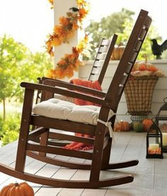 Autumn decor   45 Cute And Cozy Fall And Halloween Porch Décor Ideas » Photo 13