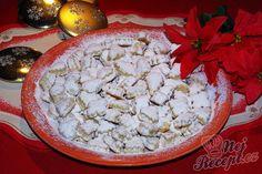 Fantastické sladké vánoční cukroví. Takové malé jednohubky, obalené v moučkovém cukru. A hlavně rumové. Vydrží dlouho, samozřejmě, dokud je všechny nesníte. Proto doporučuji upéct rovnou z dvojité dávky :) Autor: Sladkosti Rum, Christmas Baking, Feta, Dairy, Food And Drink, Mini, Sweets, Cooking, Recipes