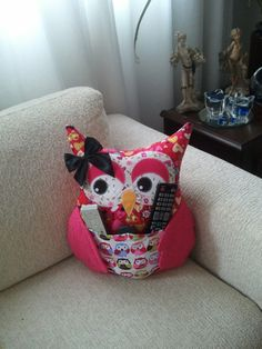Almofada de coruja Porta Controle Remoto.  Artesã Ana Elgui…