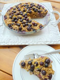 Blueberry Oatmeal Bake // clean eating, healthy, make a big batch and eat all week for breakfast, snack or after a workout #prepday