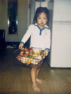 Blackpink Jennie as a child South Korean Girls, Korean Girl Groups, Kpop Girl Groups, Kpop Girls, Blackpink Jisoo, Blackpink Jennie, Yg Entertainment, Pre Debut, Blackpink Memes