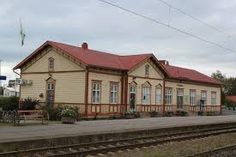One of the old train stations of wood in the country, this one in Ylivieska. Still in use. How many times have I stood here and waiting for the train! The trains from this little town are going to the north, south and east. The railway in Finland is built in a special way, in case of war. If one way is blocked or destroyed, you should be able to choose another route. Therefore a quite large network of tracks. Old Train Station, Train Stations, North South, Beautiful Buildings, Helsinki, Old Houses, Contemporary Design, Colonial, Trains