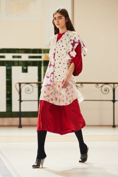 28. Soft dress in silk crepe, caraco and foulard top in silk crepe print, socks in silk, sandals in plastic