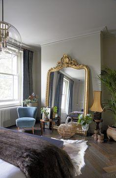 Casper McCullough Coastal decor antique Victorian bedroom, Victorian be Modern Victorian Bedroom, Bedroom Vintage, Victorian Home Decor, Bedroom Modern, Modern Victorian Homes, Victorian Mirror, Victorian Interiors, Victorian Design, Victorian House